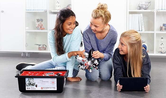 Lego Education - Girls playing lego coding game